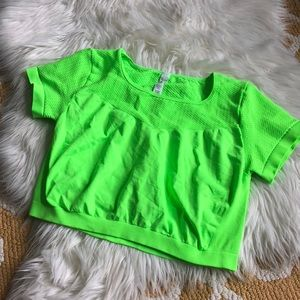 alo yoga neon green crop size L